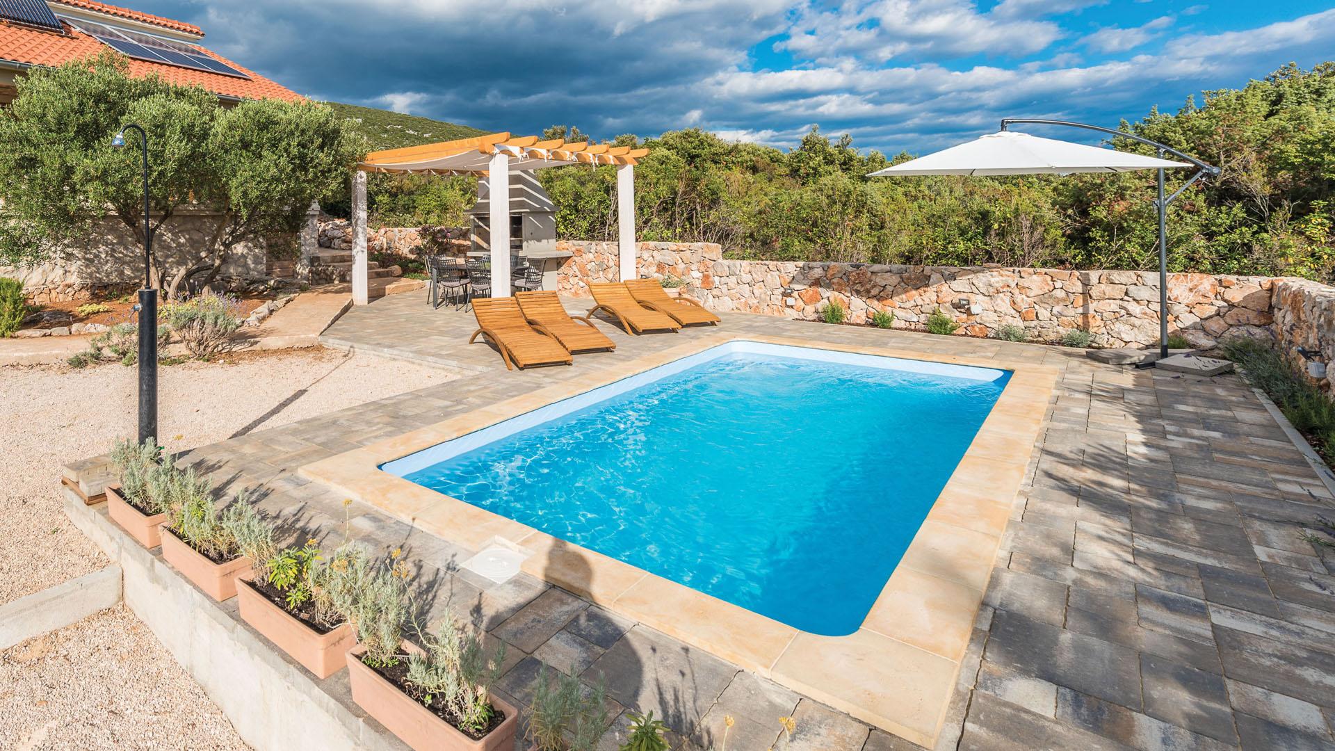 sandrigham fibreglass swimming pool uk