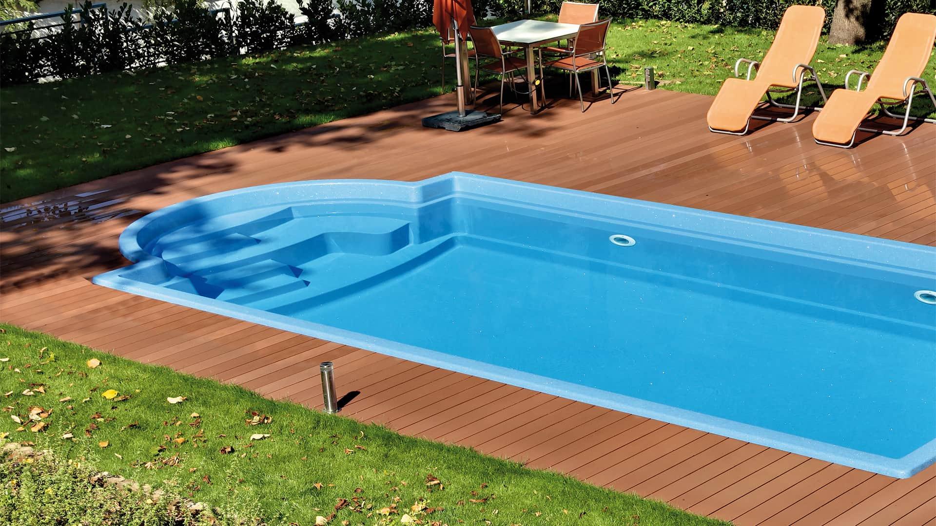 one-piece swimming pools landing